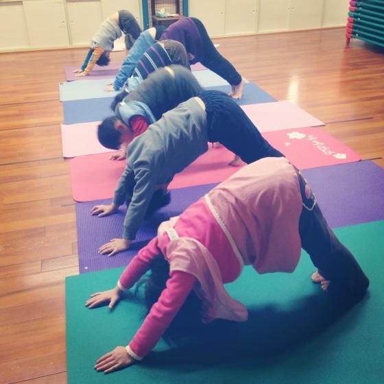 南港東新國小。故事遊戲瑜伽課